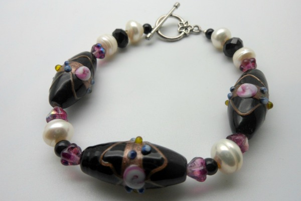 Black Beaded Pearl Bracelet