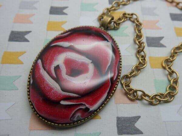 Red Rose Cameo